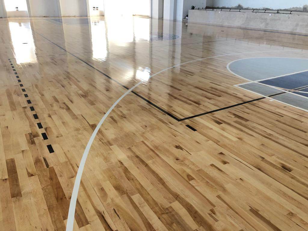 Duela de maple para cancha de basquetbol